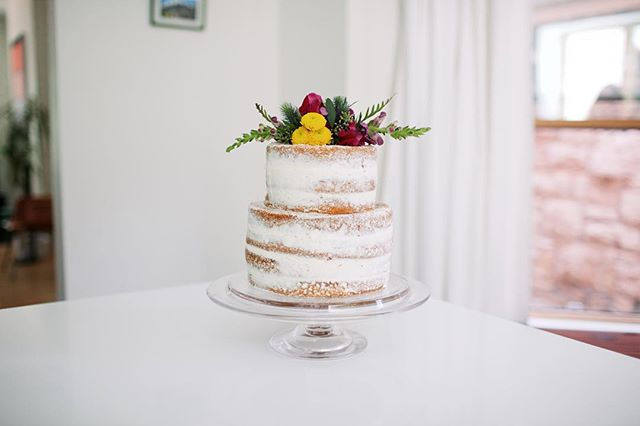 Vanilla bean cake with simple buttercream. #cakelocal (📷 @andrealarson )