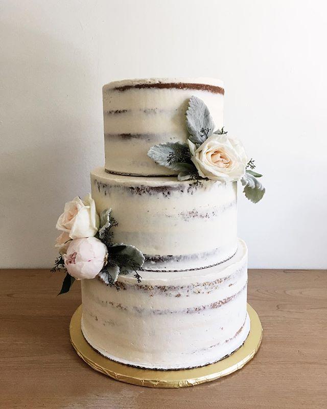 Adoring these muted colors.  Vanilla bean + chocolate salted caramel naked wedding cake . . . . . #cakelocal #kansascityig #kinfolk #thatsdarling #floralcakes #glutenfreebaking #girlboss #floralcakes #baker  #kccakes #nofondantallowed #vanillabean #saltedcaramel #bakersgonnabake #cherrybombe #naturalcakes #nakedcake