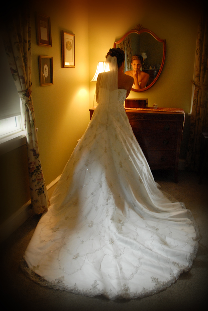 bride in mirror / Meyer Photography