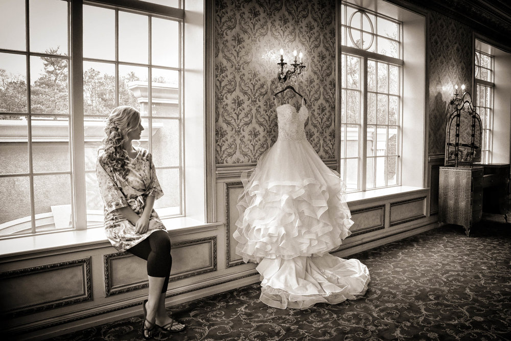 Bride and wedding gown / Brigalias