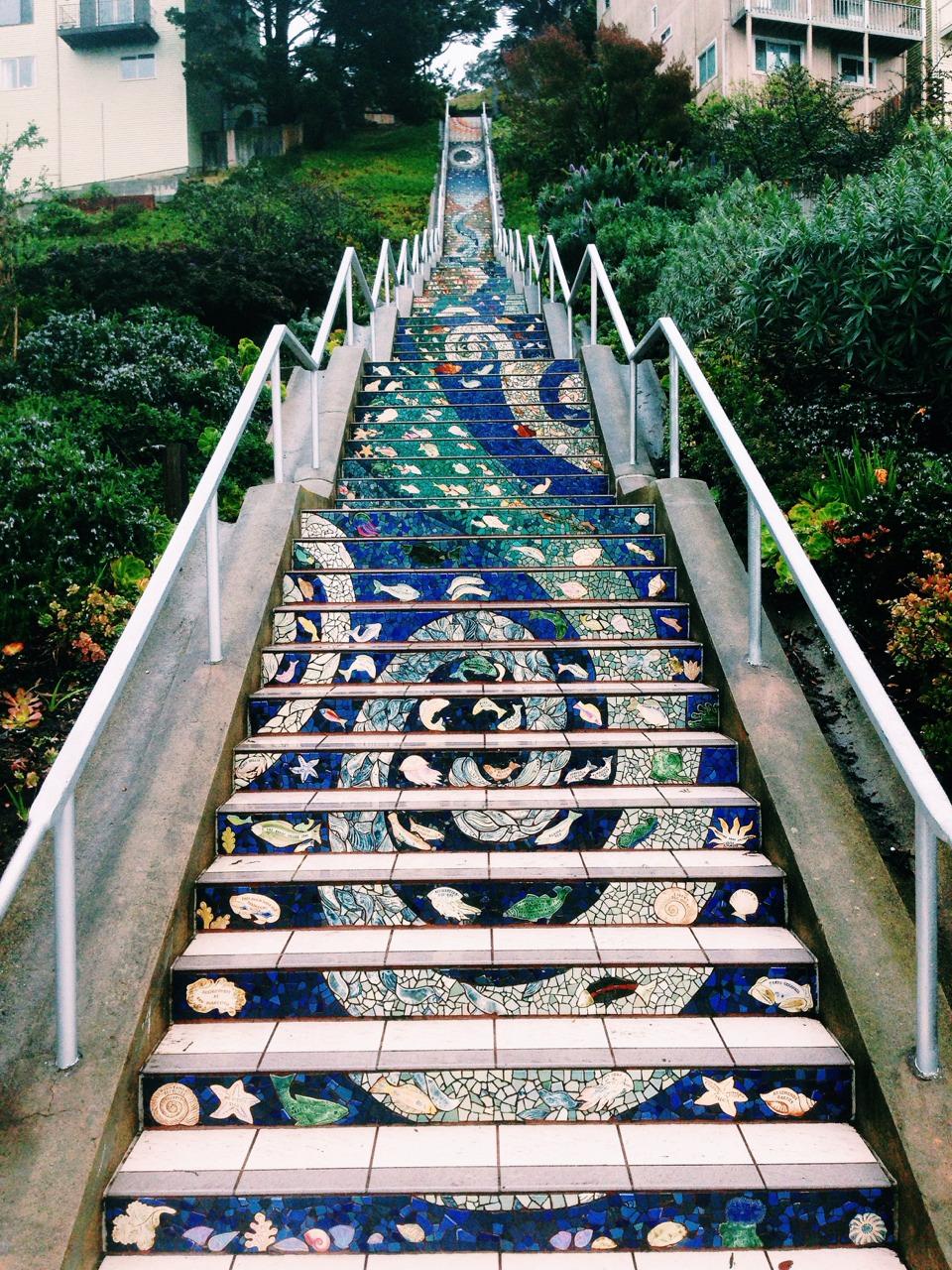 halfemptyoptimist :     16th Avenue Tiled Steps Project. San Francisco, Califas.