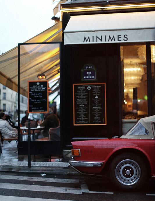 style-division :      Rue des Minimes, Paris.