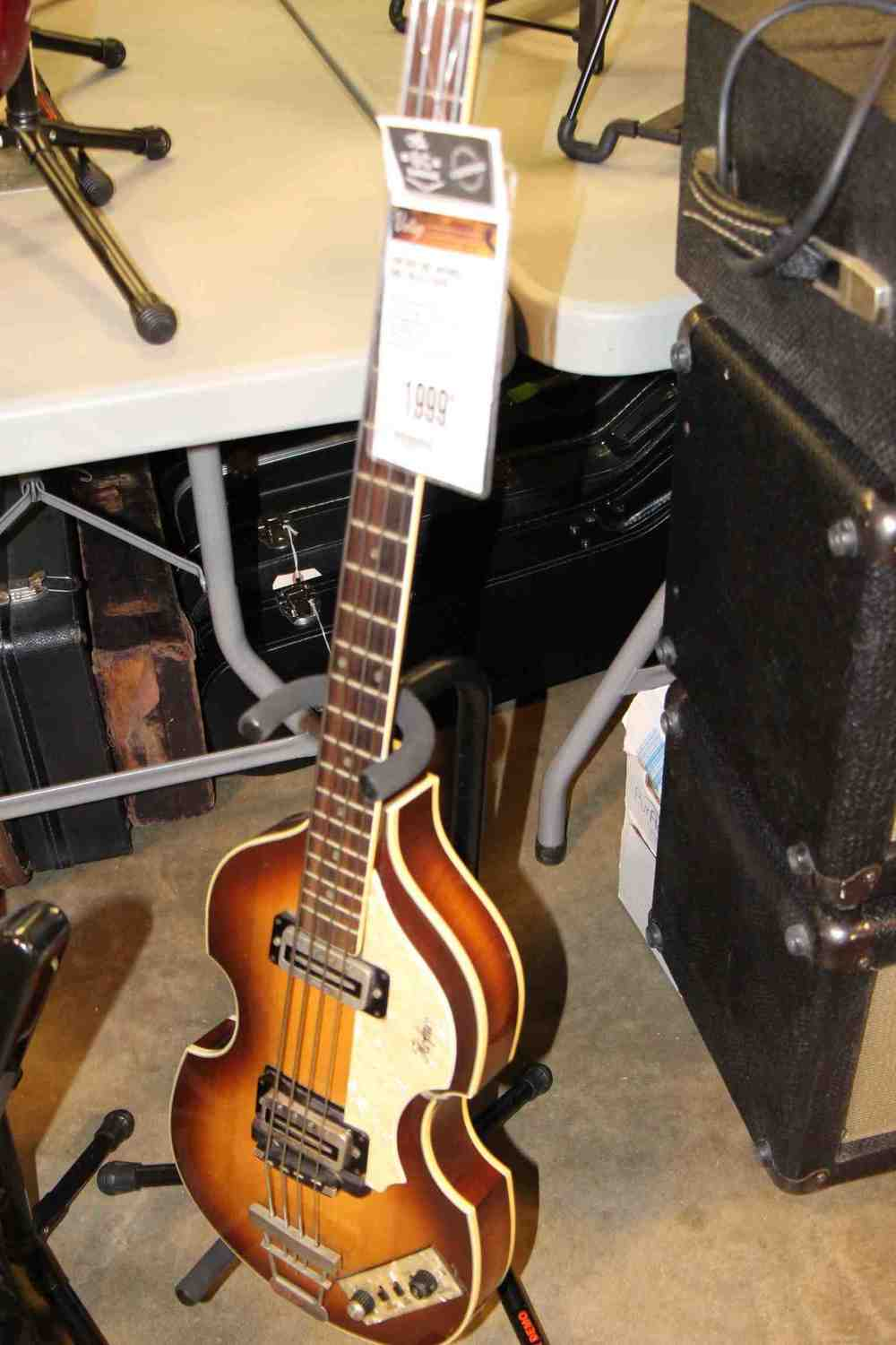 Hofner Beatle Bass.jpg
