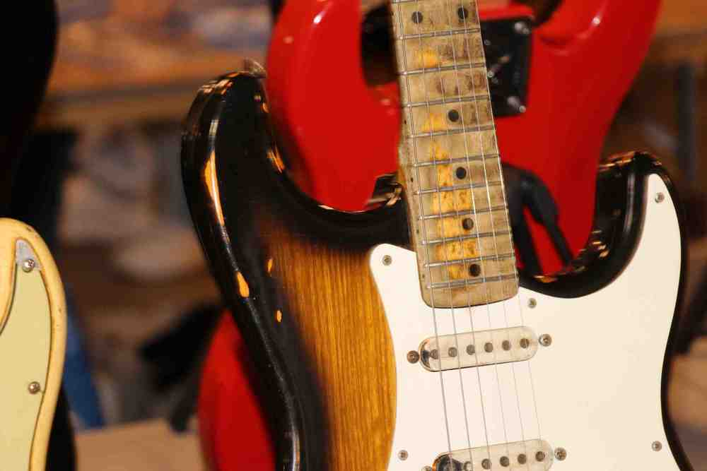 Vintage Fender Stratocaster-close up.jpg