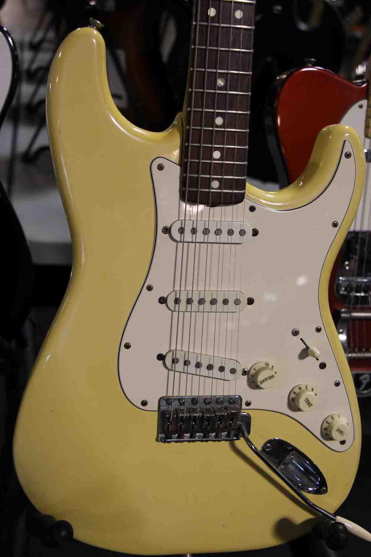 yellowed white fender stratocaster.jpg