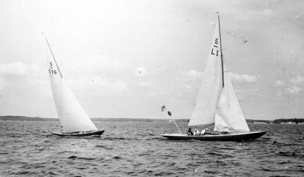 ....5m boats GOING & GHITA racing in 1939 Bore Pokal races. Photo: Ass..Vuoden 1939 Borepokaalikilpailut: GOING & GHITA. Kuva: ASS....
