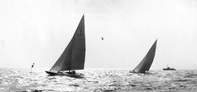 ....The 6mR MERENNEITO leading 1927 Gold Cup Race. Photo: ASS..MERENNEITO johdossa vuoden 1927 kultapokaalikilpailuissa. Kuva: ASS....