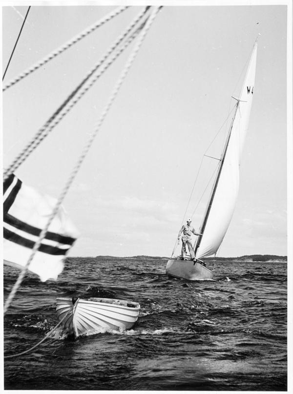 ....Wibeke (1947) sailing in Airisto outside Åbo in 1956. Photo: ASS..Wibeke (1947)purjehtimassa Airistolla 1956. Kuva: ASS....
