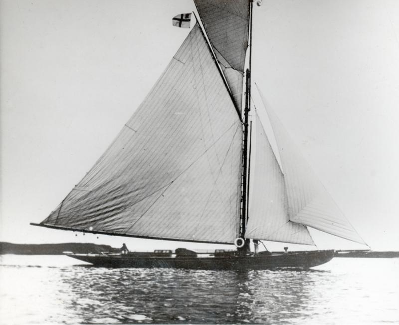 ....In 1903, the  Magdalen , built for St. Petersburg, was one of the largest yachts built at the Åbo Båtvarf measuring 21.3 metres and carrying a sail area of 321 square metres. Photo: Tom Bäckström collection..Vuonna 1903 valmistunut Magdalen oli yksi suurimmista Turun veneveistämöllä rakennetuista veneistä. Magdalen oli 21,3 metriä pitkä ja sen purjeala oli 321 neliömetriä. Kuva: Tom Bäckströmin kokoelmat....