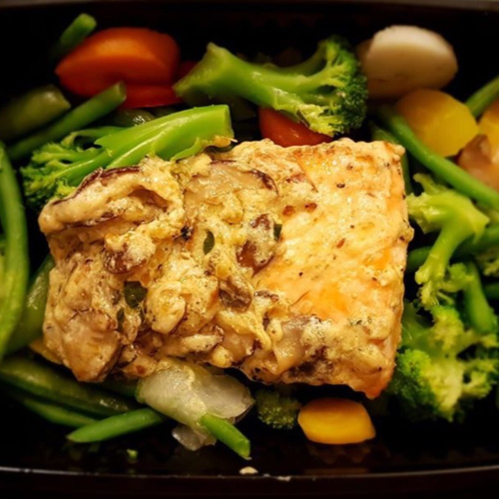 Salmon in a Mushroom & Tarragon Sauce with Mixed Vegetables