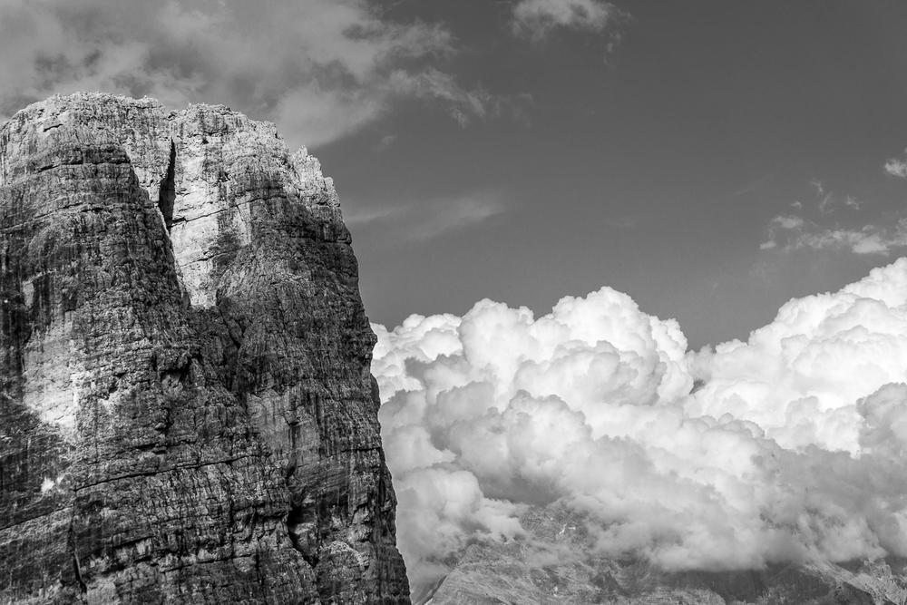 La Torre Grande_grosse nuvole investono la cima del Sorapiss