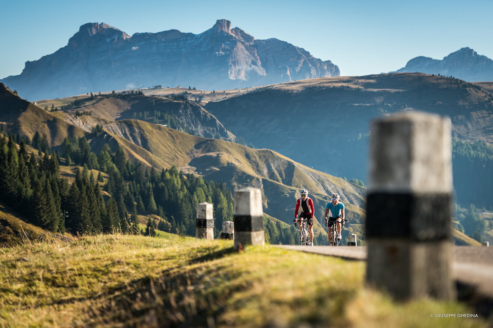 Lungo i tornanti del Passo Pordoi _ Photo  © GIUSEPPE GHEDINA
