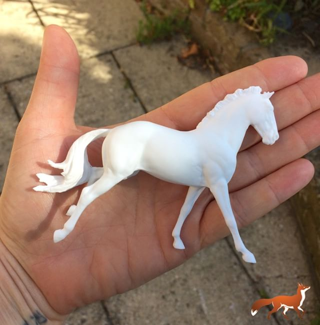 We *love* parcel days! A box of goodies arrived this morning! Copperfox Mini Irish Sports Horse in Resin by Seunta LLC. #comingsoon #miniish #toocool