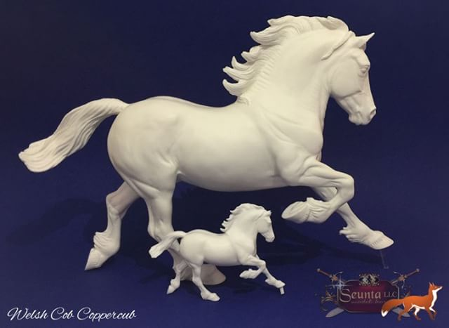 Copperfox Welsh Cob and his mini-me! Our favourite Copperfox Moulds have been shrunk into pocket sized ponies! On sale this Saturday the 7th July our range of Copperfox resins are created in the 1:32nd scale and are each a scaled version of our favourite Copperfox moulds. #pocketsizedmodels #minicopperfox