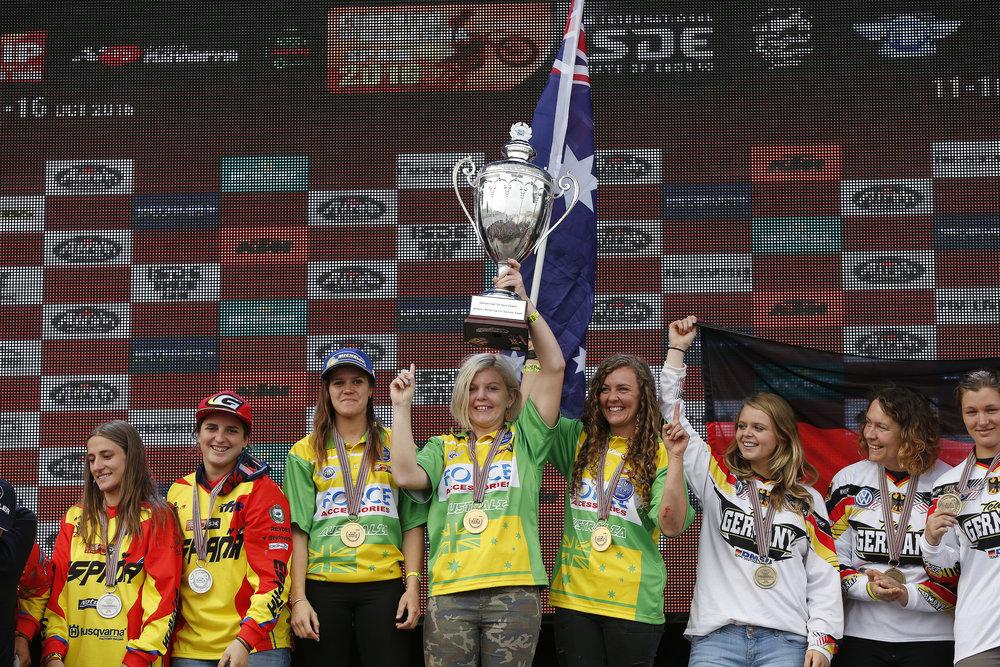 australia.woman.trophy_ISDE 2016_16650.jpg