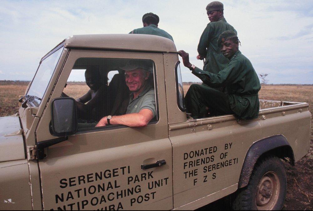 Auf Patrouille mit Serengeti-Rangern und FSS-Land Rover |  © Foto by Ruedi Suter