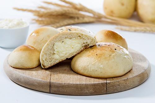 Potato bread  4 CHEESE POTATO BREAD  CALABRIAN SAUSAGE POTATO BREAD  CHICKEN WITH REQUEIJAO CREAM POTATO BREAD  CHEESE AND HAM POTATO BREAD  PIZZA POTATO BREAD  REQUEIJAO CREAM POTATO BREAD  POTATO BREAD WITH NO STUFFING