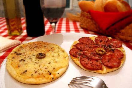 Mini pizzas   MINI PIZZA MUZARELA MINI PIZZA PEPPERONI   Pizzas Hojaldradas   PIZZA HOJALDRADA  4 QUESOS PIZZA HOJALDRADA PEPPERONI C/ REQUESÓN PIZZA HOJALDRADA POLLO C/ REQUESÓN PIZZA HOJALDRADA MARGARITA