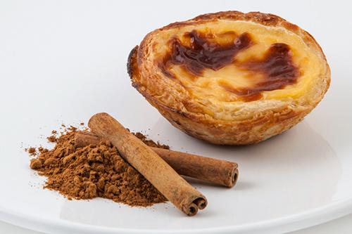 Especial Lanzamiento   MEDIALUNA (Mini croissant de manteca) CHOCOLATINE (Mini hojaldrado con relleno de chocolate) PASTEL DE BELÉN