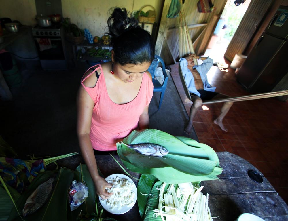 2015_6_27_Ecuador_Puyo_MakingMaito.jpg