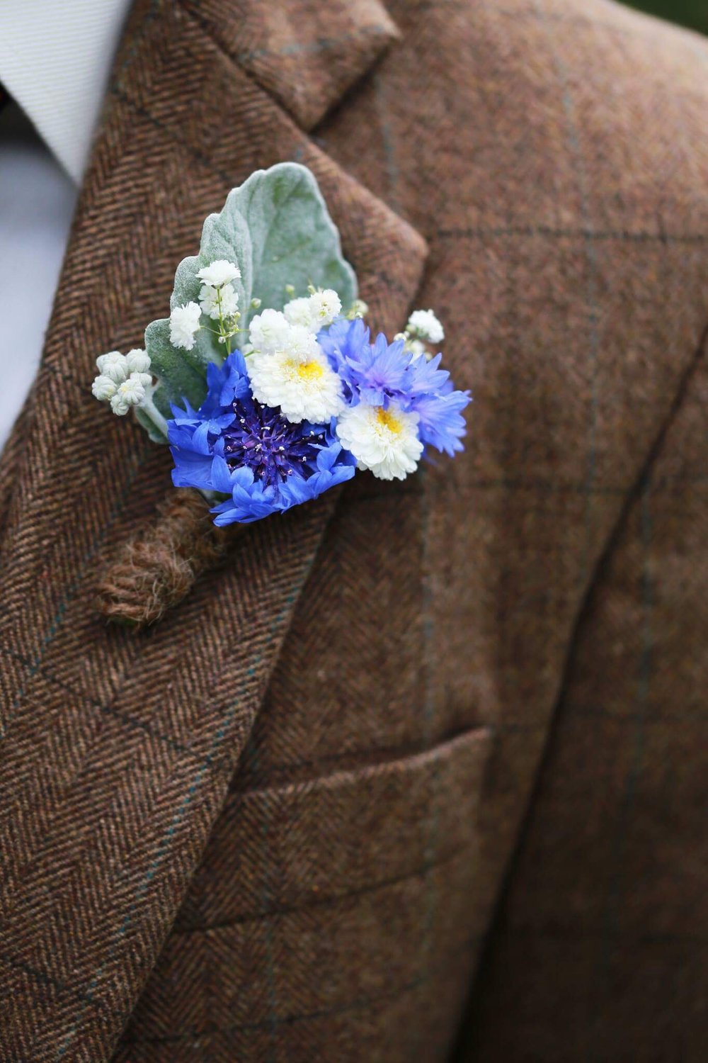 wedding flower button hole.jpeg