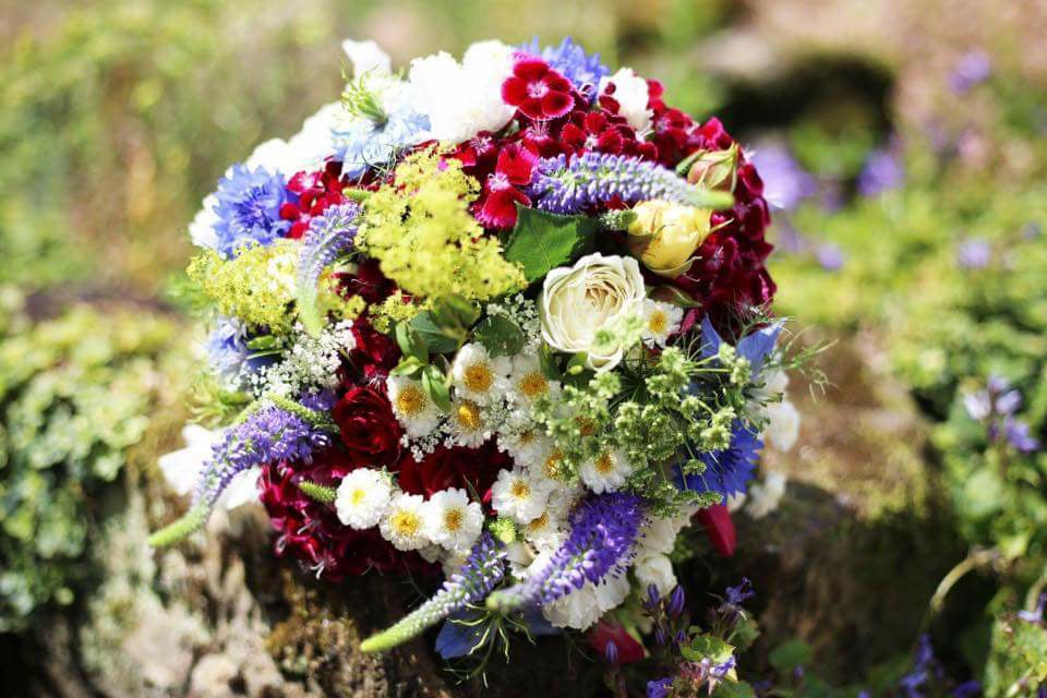country garden wedding flowers in kent