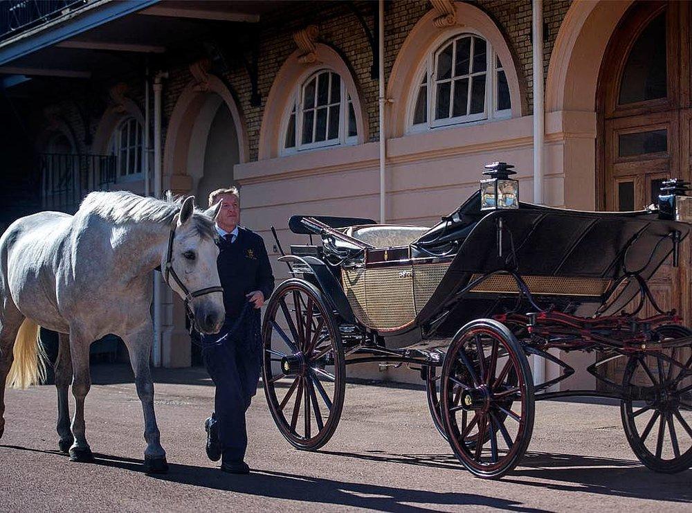 Ascot Landau carriage markle.jpg