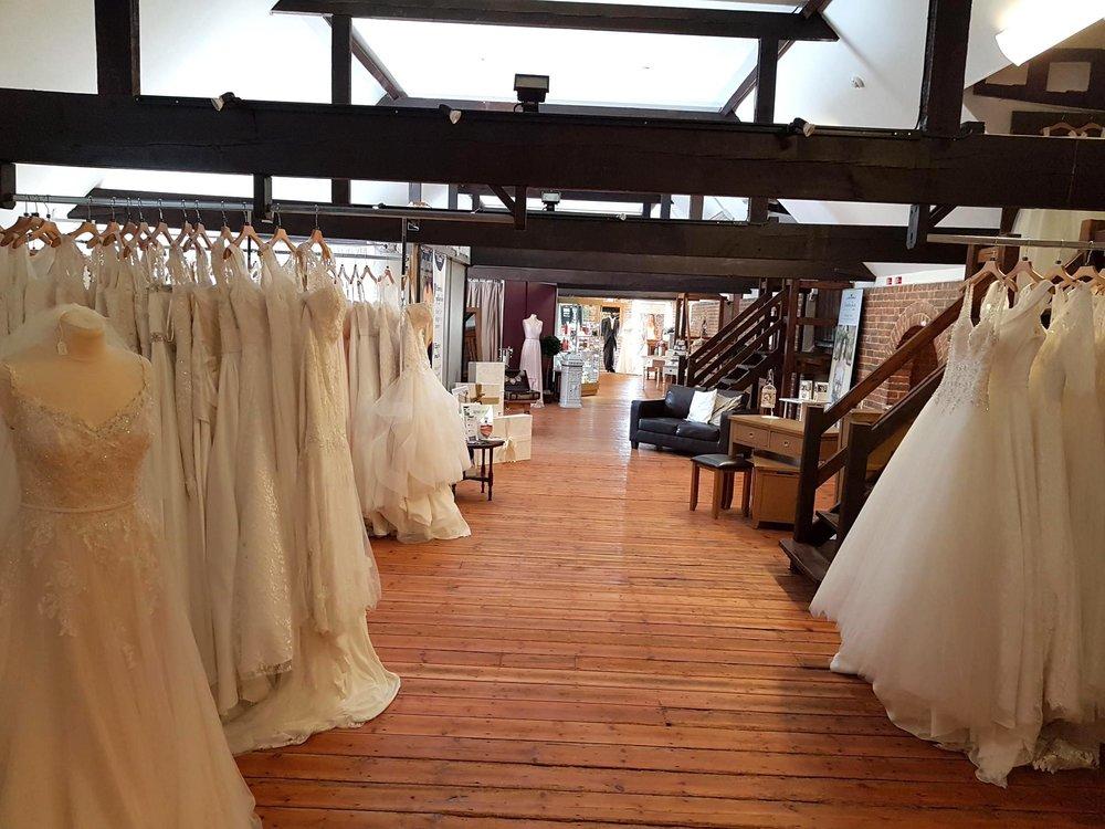 Wedding Dresses in kent | THINGS YOU DEFINITELY SHOULDN'T DIY FOR YOUR WEDDING.jpg