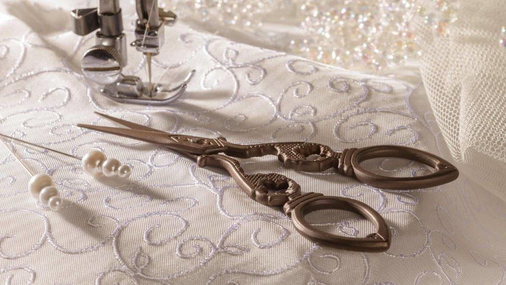 YOUR ESSENTIAL WEDDING DRESS ALTERATIONS CHECKLIST