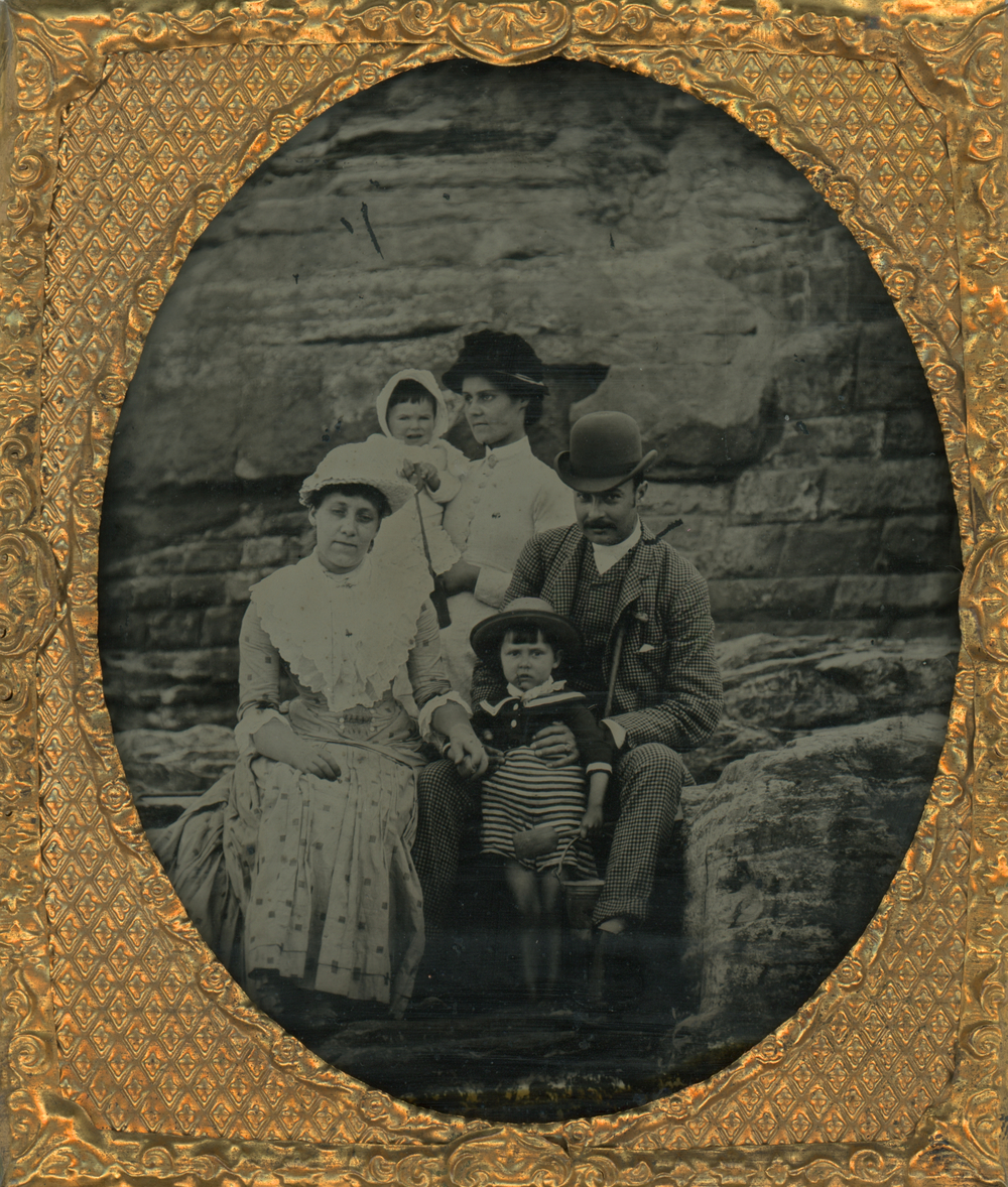 3_Family_&_Seawall_2A.jpg