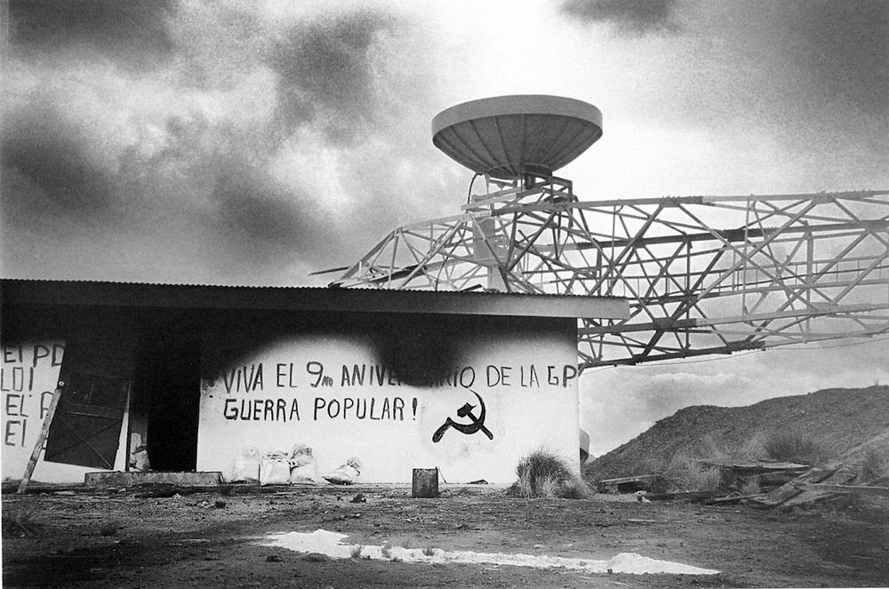 Jacinto Chila / Atentado contra torre de comunicaciones / Macarí, Puno. 1989. © TAFOS