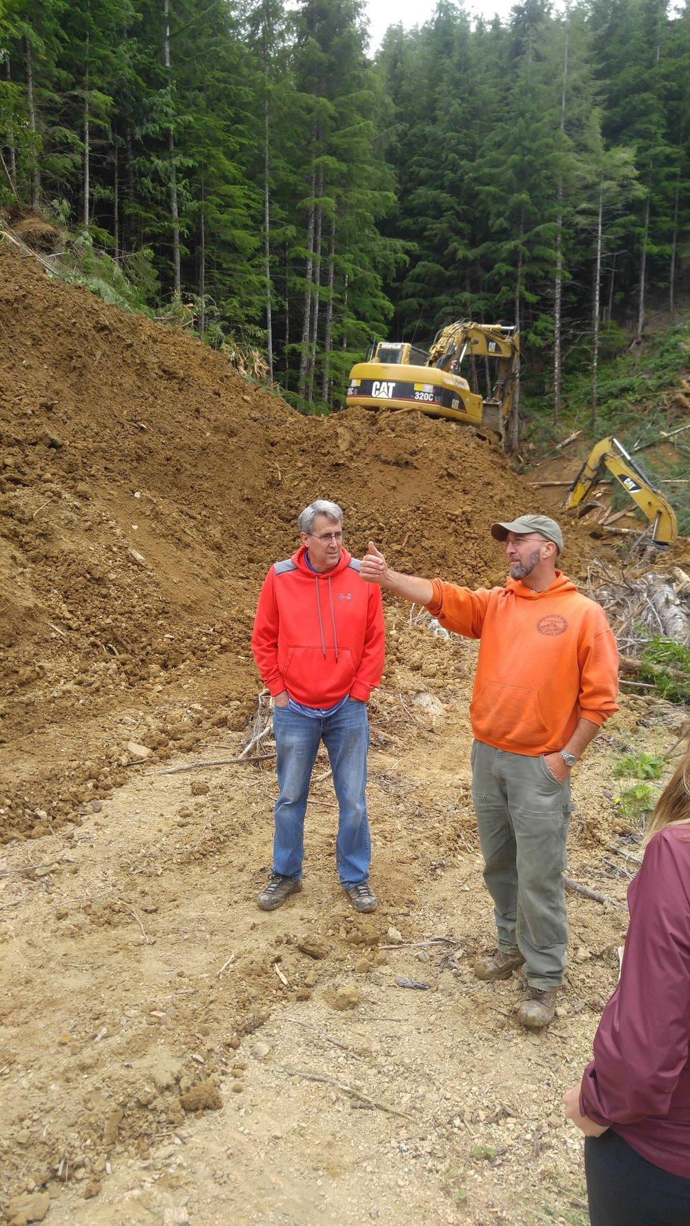 TNC's Field Forester Dave Ryan talks with Dale Lewis from Congresswoman Herrera Beutler's office about a road decommissioning project in the Ellsworth Creek Preserve. Photo © Jessica Helsley