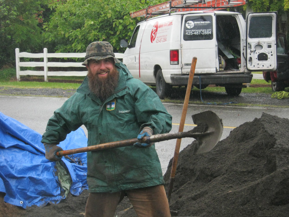 Taylor Pesce at work with the Veteran Stormwater Action Team. Photo courtesy of Snohomish Conservation District.