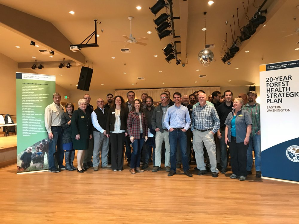 Commissioner Franz invited stakeholders who had worked on the 20-year Forest Health strategic Plan for Eastern Washington to join her for a group photo after the plan was announced in Cle Elum Oct. 25. Photo © Scott Richards/TNC