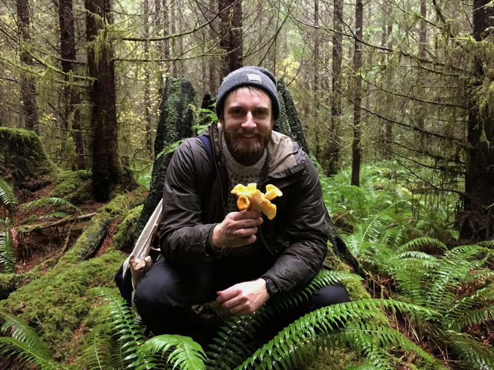 Holding chanterelle mushrooms in the Cascade foothills. Photo by Nikolaj Lasbo / TNC