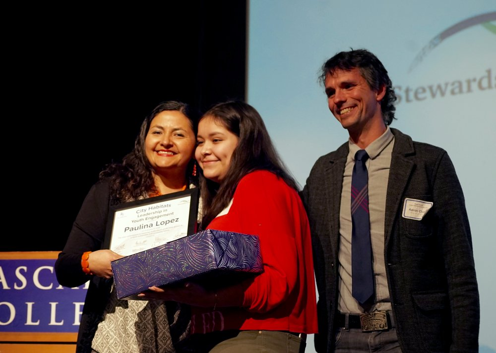 Highlighting the value of engaging diverse youth, the planning committee presented an award to Paulina Lopez, left, of the Duwamish River Cleanup Coalition. Photo © Courtney Baxter / TNC