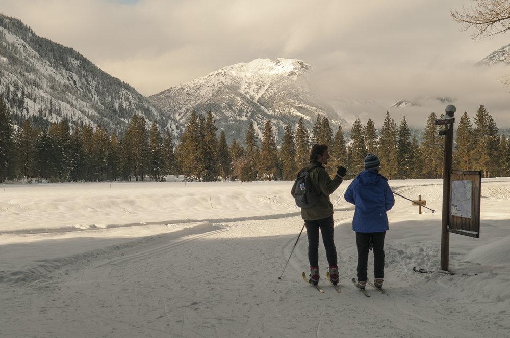 Two skiers check signage in the Methow Valley. Photo © Nikolaj Lasbo / TNC