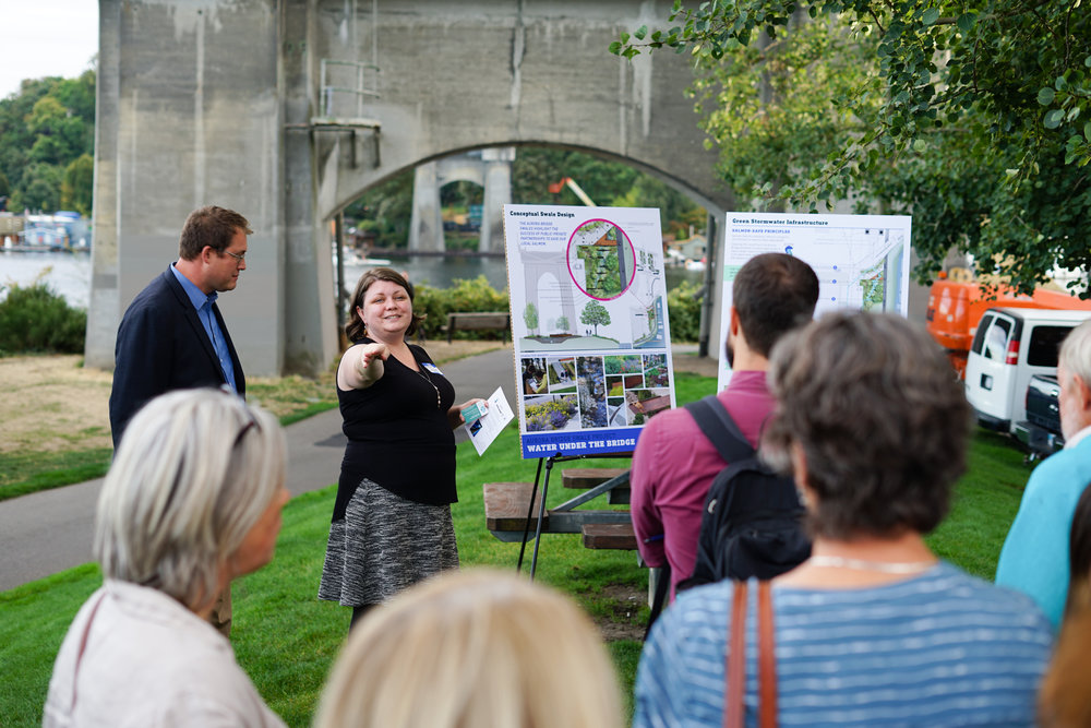 Rachel Meyer from Weber Thompson sharing the conceptual design at the location of the future bioswale. © Courtney Baxter / TNC