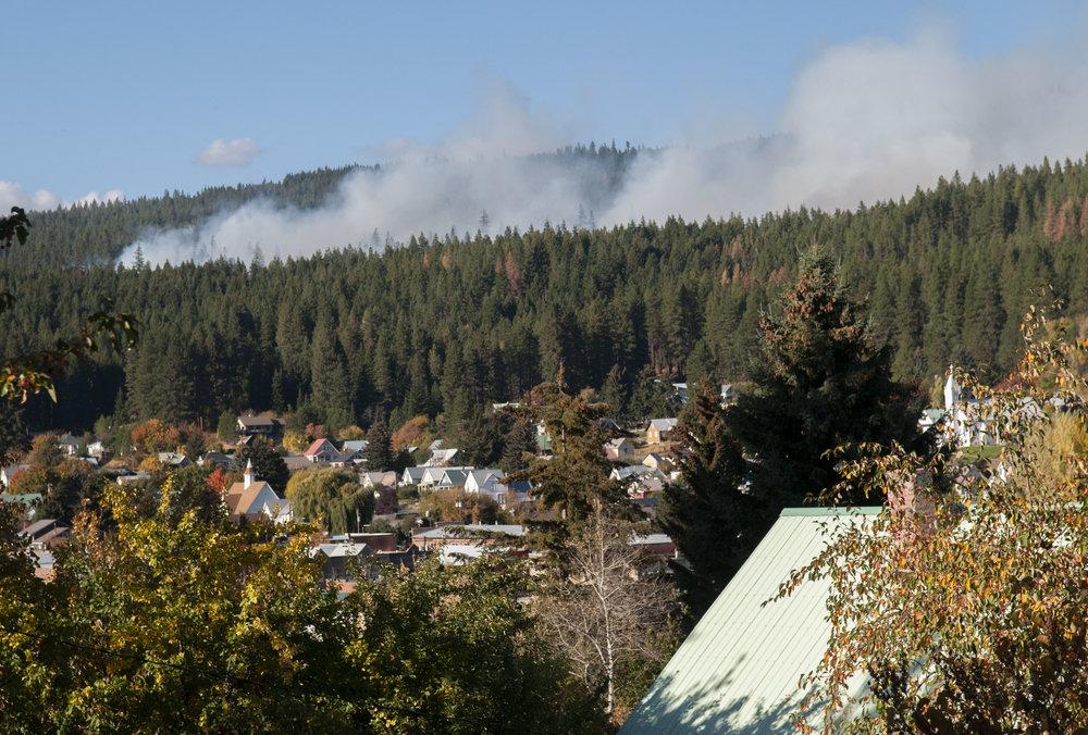 The Oct. 4 burn on 33 acres as seen from the town of Roslyn. © Nikolaj Lasbo / TNC