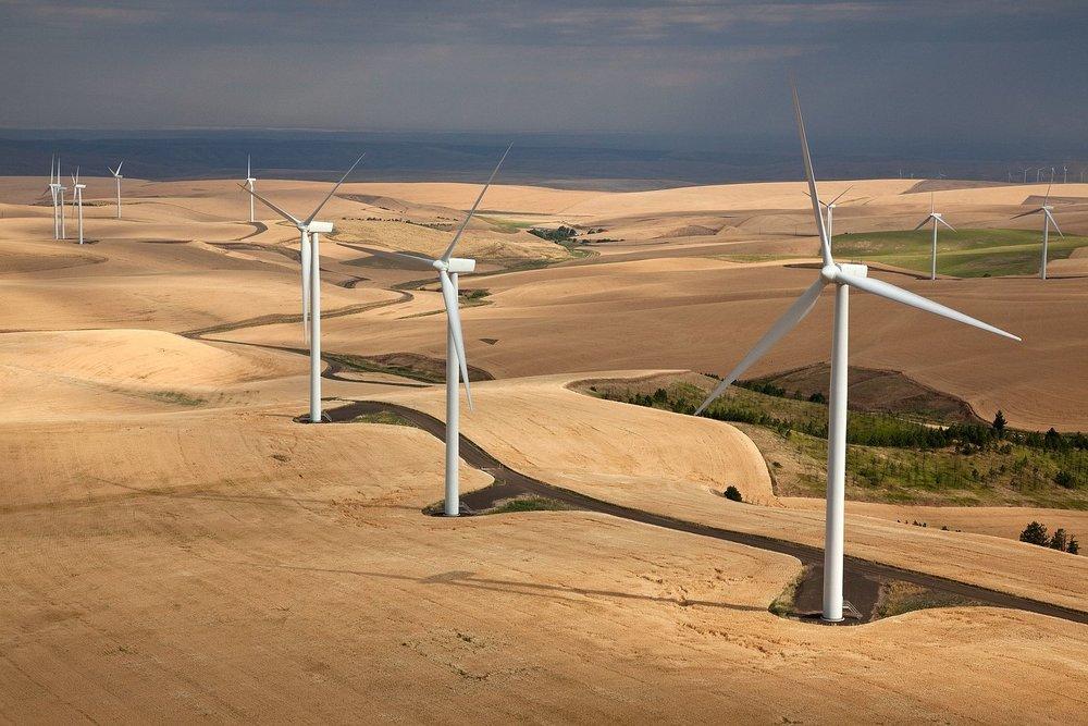 Wind Turbines in Eastern Washington. Photo  ©  Jeffrey G. Katz / Used by CC by 2.0