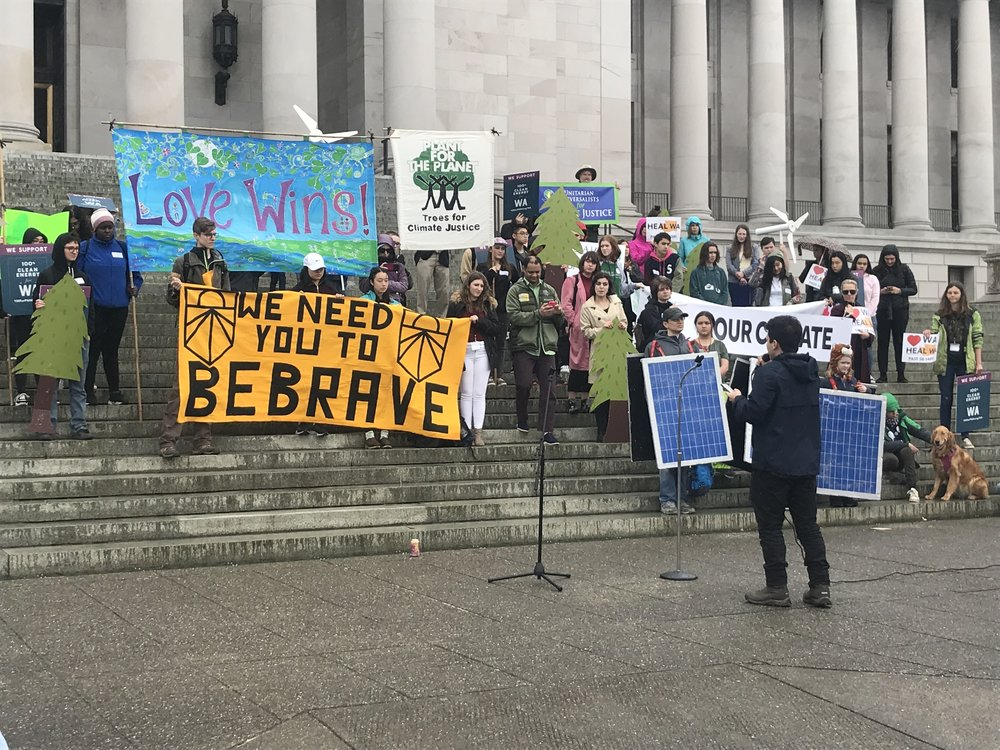 Youth rally on the Capitol steps in Olympia to make their voices heard on climate change. © TNC