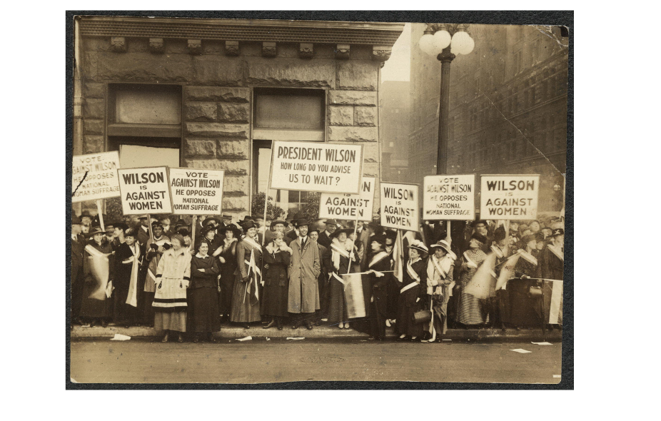 Suffragists demonstrating against Woodrow Wilson in Chicago, 1916