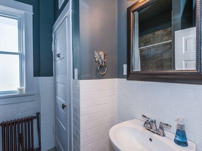 Main floor: Full bathroom
