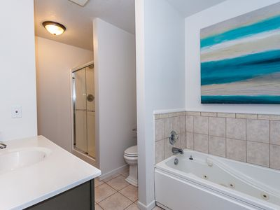 Main floor: Ensuite master bathroom with shower and tub