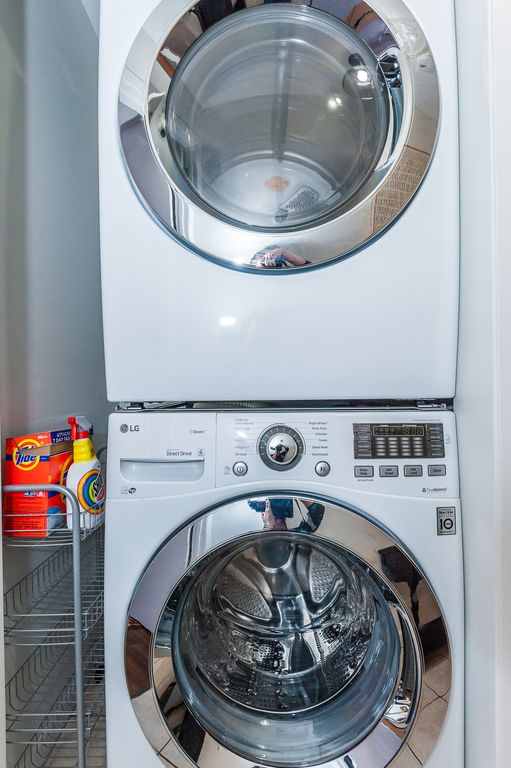 Main floor: Washer and dryer