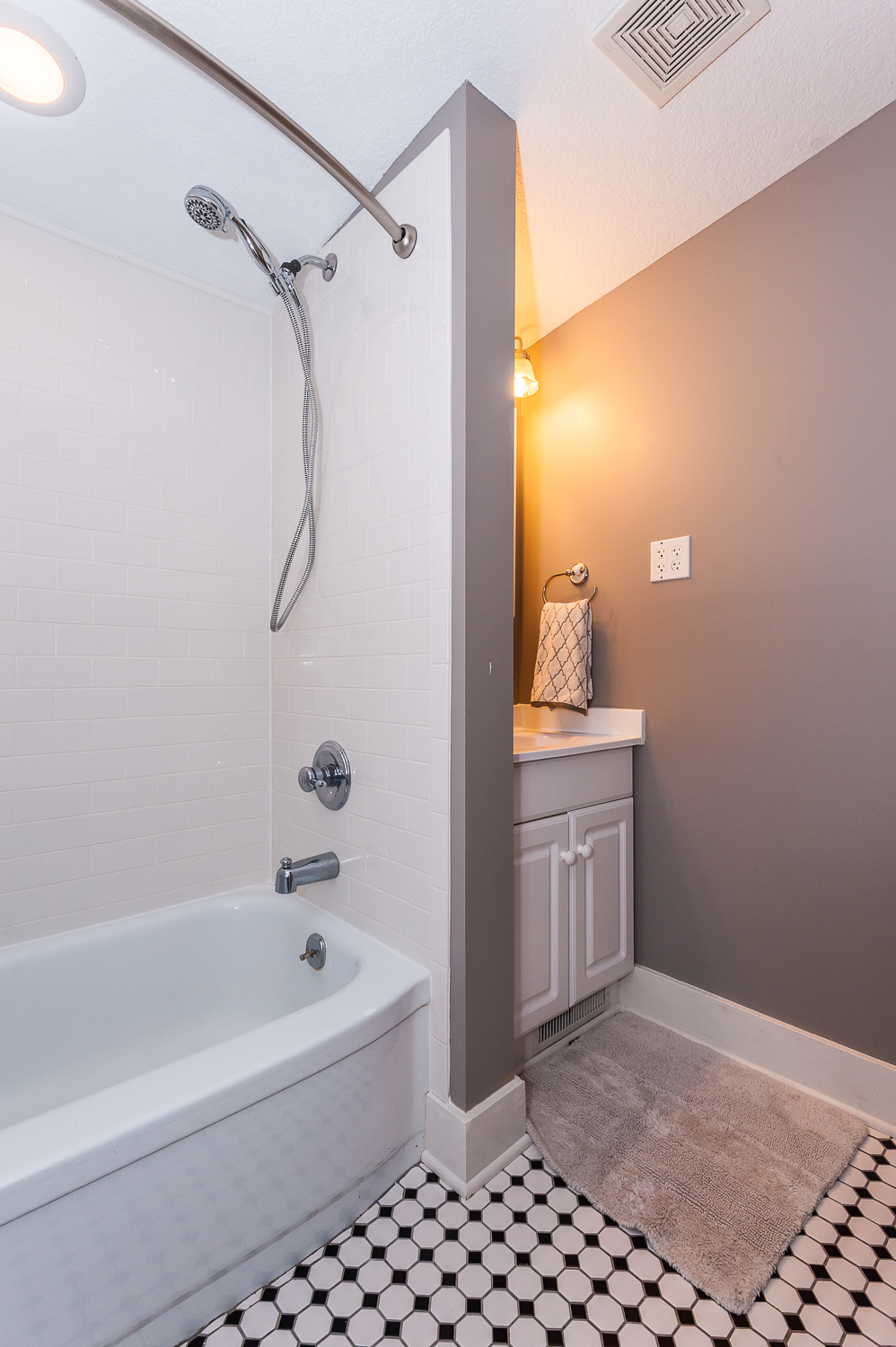 Second floor: Full bathroom with shower/tub combination