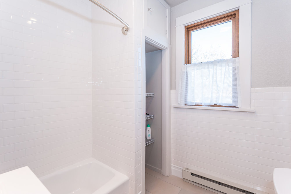 Second floor: Full bathroom with shower/tub combo