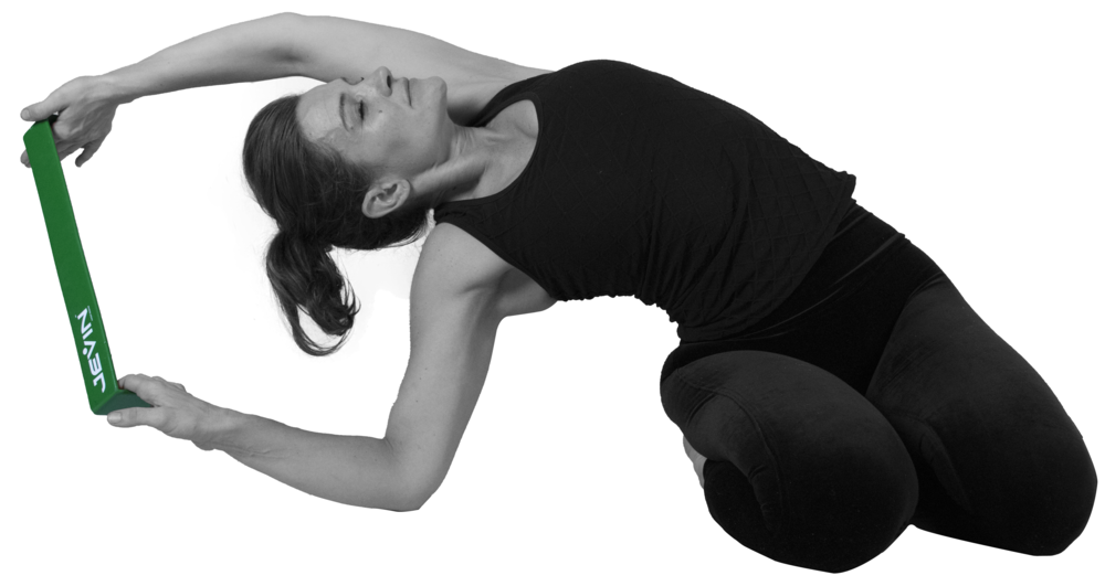 Thunderbolt Pose with a Side Stretch-Vajrasana Variation 2.png