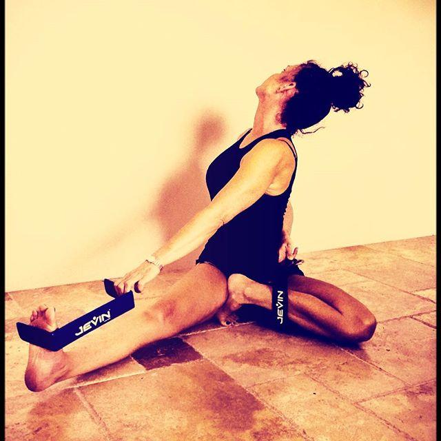 Be strong enough to stand alone, Smart enough to know when you need help, And brave enough to ask for it #yogalove #yogalife #jevinyoga #yogini #yogajourney #yogaprops #propyourpose #propyouryoga #igyoga #yogaeverydamnday #yogamom #yogatools #beginneryoga #yogateacher #yogapractice #yogainmyfifties #yogaover50 #yogaathome #yogaafter50 #yogadaily #yogagram #yogagirl #yogabeginner #yogatwist
