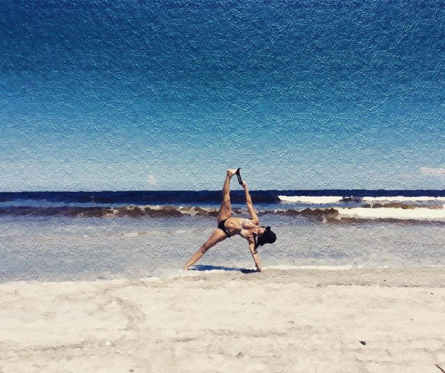 Life is a great big canvas , and you should throw all the paint you can on it~Danny Kaye~ #jevinyoga #yoga #neptunebeach #jacksonville #jacksonvilleyoga #yogaover50 #vashistasana #yogaafter50 #yogainmyfifties #yogafun #beachyoga #yogalifestyle #yogalove #yogalife #yogalover #yogaeverydamnday #yogaeverywhere #yogaoutside #yogapainting #yogaart #armbalance #yogapose